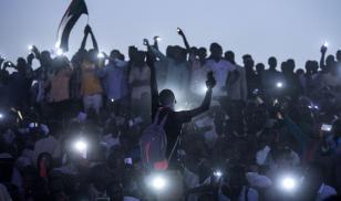 sudan protesters smartphones Khartoum